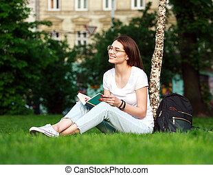 parc ville, livre, étudiant, fille souriante