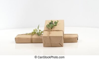Parcels gift box with kraft paper 360 rotation