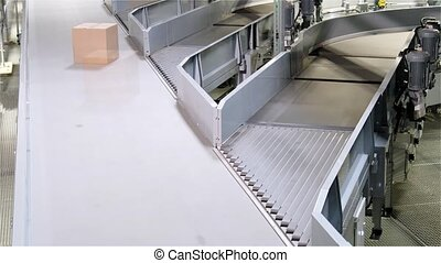 Parcels merging on different conveyors - time lapse