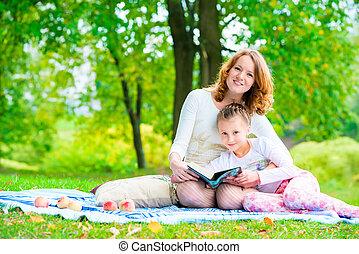 parco, libro, figlia, lettura, mamma