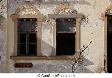 pared, de, un, abandonado, casa, en, el, pueblo fantasma,...