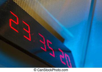 parede, relógio digital