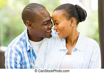 pareja, africano, el mirar joven, norteamericano, otro, cada