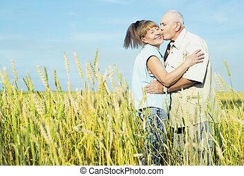 pareja, al aire libre, anciano, feliz