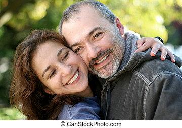 pareja, al aire libre, feliz