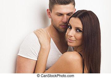 pareja, apasionado, joven, se abrazar