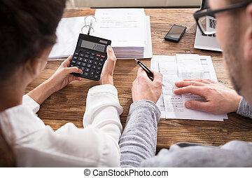 pareja, calculador, hogar, cuentas