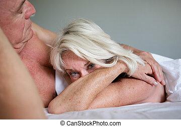 pareja, cama, más viejo