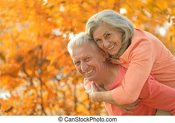 pareja, caucásico, anciano