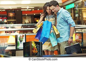 pareja, centro comercial, joven