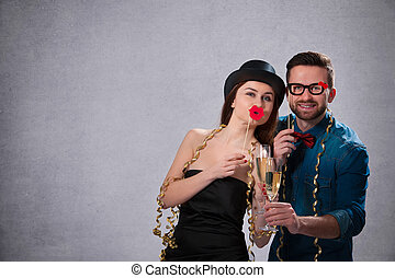 pareja, champaña, joven, flautas