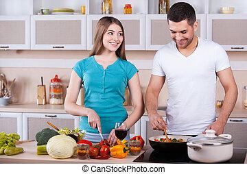 pareja, cocina, joven, juntos, juntos., feliz, cocina