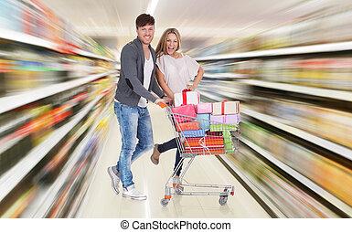 pareja, con, carro de compras