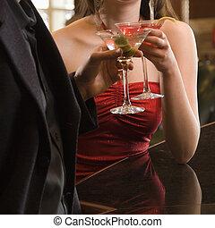 pareja, con, martinis.