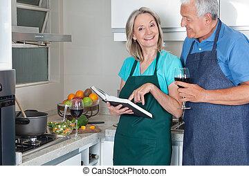 pareja, con, receta, libro, y, vino