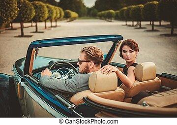 pareja, convertible, rico, clásico