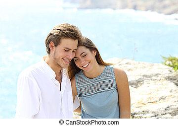 pareja, coquetear, el vacaciones, en la playa