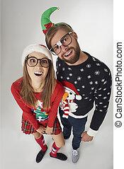 pareja, directamente arriba, navidad