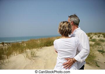 pareja, duna, se abrazar