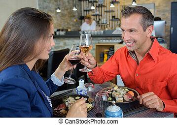 pareja, el gozar, comida, juntos