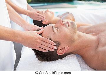 pareja, el gozar, poolside, masajes, contenido, cabeza