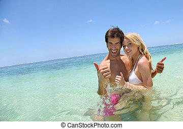 pareja, el gozar, vacaciones, en la playa