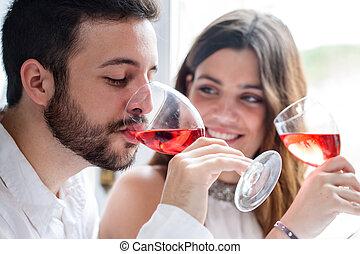pareja, el gozar, vino, tasting.