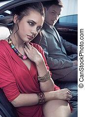 pareja, elegante, viajar, vehículo, lujo, guapo