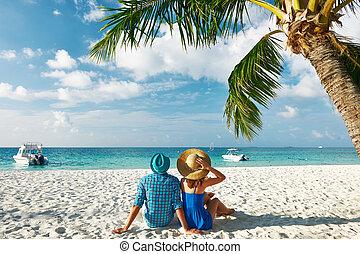 pareja, en, azul, ropa, en, un, playa, en, maldivas