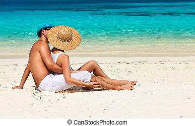 pareja, en, blanco, relajar, en, un, playa, en, maldivas