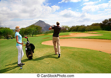 pareja, en, césped del golf