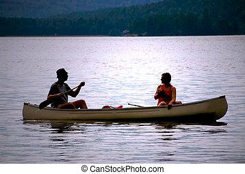 pareja, en, canoa