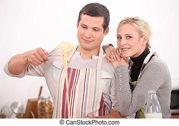 pareja, en la cocina
