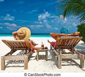 pareja, en, un, playa, en, maldivas