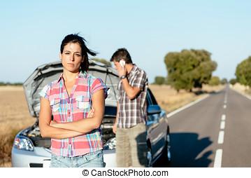 pareja, esperar, para, servicio coche