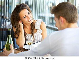 pareja, fechando, restaurante