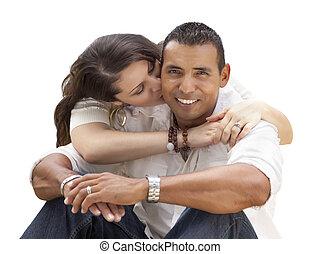 pareja, joven, aislado, hispano, blanco, feliz