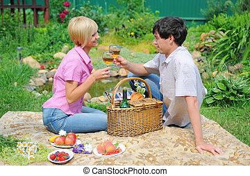 pareja joven, en, un, parque