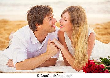 pareja joven, enamorado