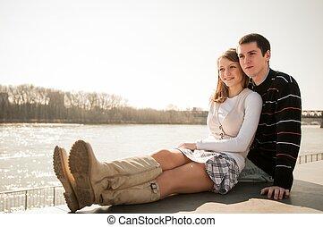 pareja joven, enamorado, juntos