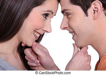 pareja joven, mirar fijamente con amor, en, cada, otro, ojos