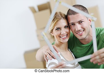 pareja joven, mover, casa nueva