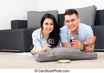 pareja joven, sala