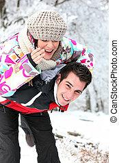 pareja, juego, nieve