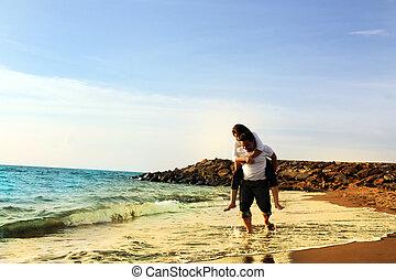 pareja, luna de miel, playa