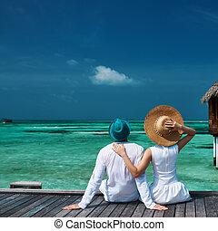 pareja, maldivas, playa, embarcadero
