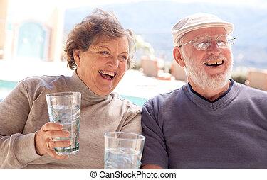 pareja mayor, adulto, reír