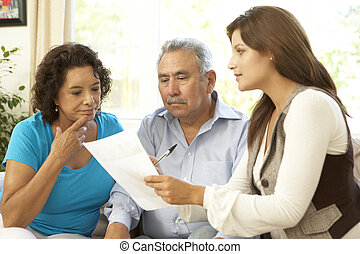pareja mayor, con, consejero financiero, en casa