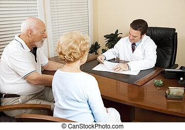 pareja mayor, con, doctor