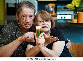 pareja mayor, en casa, con, prescripción